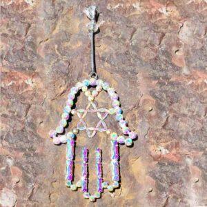 תליון לקיר מהמם בצורת חמסה עם מגן דוד גודל:13.5*10 סמ. בשיבוץ קריסטלים ועם ציפוי זהב. מגיע עם קופסת מתנה