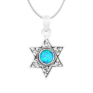 שרשרת מגן דוד מכסף 925. משובץ אבן אופל כחולה. עם עיטורים מסביב.