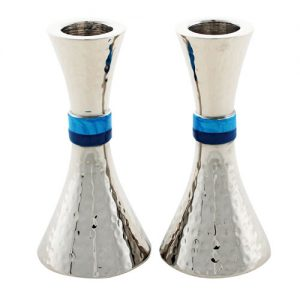 "A pair of hammered aluminum candlesticks with a combination of blue enamel stripes in the middle. height: 11 ס""מ"