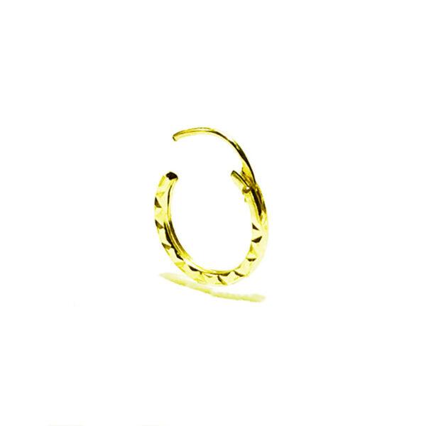 עגילים מזהב צהוב 14K 9 ממ. סגירת מנוף (ציר) שנסגרת לתוך החישוק אחריות מלאה על העגילים העגילים מגיעים באריזת מתנה.