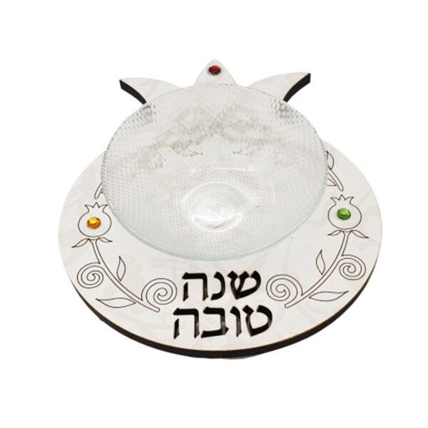 """כלי לדבש עץ בחיתוך לייזר """"שנה טובה"""" בכתב מדויק. המוצר מעוצב ומיוצר בישראל . מתנה מיוחדת אמנותית מישראל. מתנה לראש השנה . עיטורים מהממים סביב. מחיר מבצע כולל שליח עד הבית."""