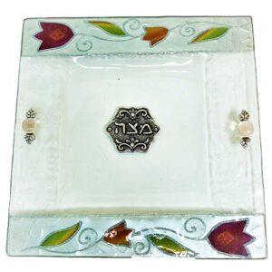 צלחת מצה זכוכית מעוצבת עם פרחים בעבודת יד ועם עיטורים בצבע כסף מהממים -מיוצר בישראל בעבודת יד.