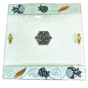 צלחת מצה זכוכית מעוצבת עם רימונים בעבודת יד ועם עיטורים בצבע כסף מהממים -מיוצר בישראל בעבודת יד.