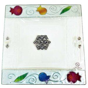 צלחת מצה זכוכית מעוצבת עם רימונים בעבודת יד ועם עיטורים צבעוניים מהממים -מיוצר בישראל בעבודת יד.