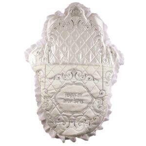 כרית מהודרת לברית מסאטן בצורת חמסה עם דנטל מסביב, רקמה עבה