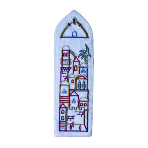 סימניית בד תכלת רקומה עם עיטורי נופי ירושלים. מעוצב ומיוצר ע