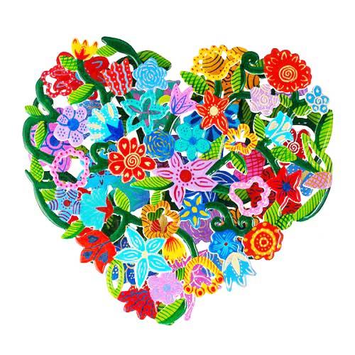 לב ממתכת כפולה העשויה מעשרות פרחים צבעוניים