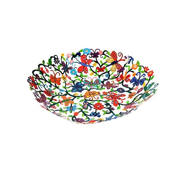 """קערת פרפרים ופרחים בינונית ( 25*30*5 ס""""מ ) בחיתוך לייזר + ציור יד פרפרים ופרחים צבעוניים מהממים! ממתכת העשויה מעשרות פרפרים ופרחים צבעוניים בחיתוך לייזר מדויק וצביעה ידנית. פריט גדול ייחודי - ע""""י האמן הירושלמי יאיר עמנואל."""