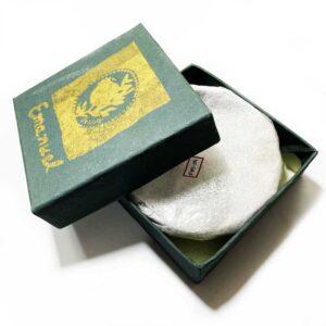 קערה קטנה עשויה מעיסת נייר