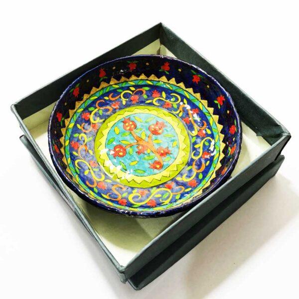 """קערה קטנה עשויה מעיסת נייר """"רימונים"""" עם עיטורים מהממים צבעוניים מהממים! פריט ייחודי - מעוצב ומיוצר ע""""י האמן הירושלמי יאיר עמנואל. אמנות ישראלית מקורית. מחירי מבצע מתנות ישראל"""