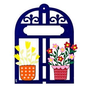 מתנה לתלייה בבית: חלון הברכות! תכשיט קיר - פריט קישוט ייחודי - מסגרת ייחודית בצורת חלון וינטג' צבעוני, במקום הריק אפשר להוסיף לוחית עם שם המשפחה לכניסה לבית או כל טקסט שתרצו. התוספת ללוחית 20 ₪ מתנה למארחים, לבית חדש, לחתונה, לכל מי שתרצו לשמח עם פרחים צבעוניים מהממים! הפריט מעוצב לתליה ב