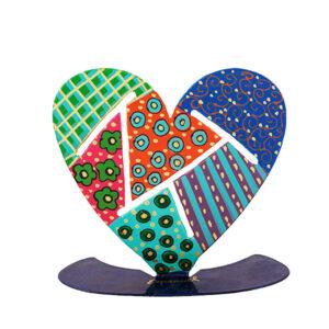סטנד מגזרת בצורת לב ( 13.5 * 13 * 5 ) ממתכת בחיתוך לייזר - מהמם. ציור בעבודת.יד פריט ייחודי ומרהיב להנחה על השולחן, מדף, דלפק שמגיע ובצבעים שונים ומושך את תשומת הלב. מוצר זה הינו מתנה נהדרת לקישוט מושלם לבית/עסק. מעוצב ומיוצר ע