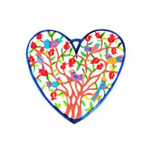 """מתלה """"לב"""" קטן ( 15 * 12 ס""""מ ) ממתכת מושלם לתלייה על הקיר - קישוט צבעוני. עם עץ רימונים וציפורים עליו. פריט ייחודי ומרשים עם איכות גימור מעולה! מעוצב ומיוצר ע""""י האמן הירושלמי יאיר עמנואל. מחיר מבצע מיוחד מתנות ישראל"""