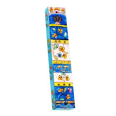 """מזוזה מעוצבת מעץ בעבודת יד עץ קטנה ( 12.5 * 10 * 1 ס""""מ ) עיטורי פרחים צבעוניים ומשבצות צבעוני - מעוצב ומיוצר ע""""י האמן יאיר עמנואל. עבור קלפים בגודל 10 ס""""מ. מחיר מבצע באתר מתנות ישראל"""