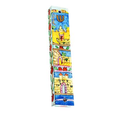 """מזוזה מלבנית מעוצבת מעץ בעבודת יד עץ קטנה ( 12.5 * 10 * 1 ס""""מ ) עיטורי ירושלים צבעוניים מחולק ל3 משבצות - מעוצב ומיוצר ע""""י האמן יאיר עמנואל. עבור קלפים בגודל 10 ס""""מ. מחיר מבצע באתר מתנות ישראל"""