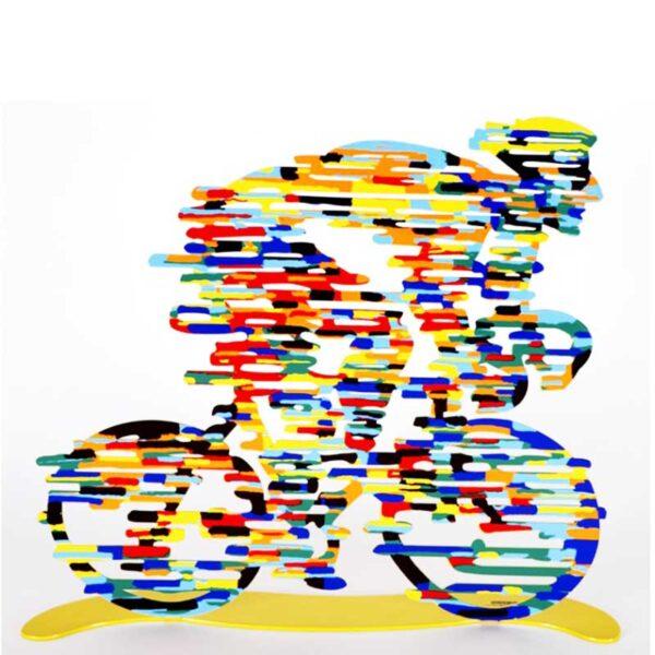"""רוכב אופניים """"מנצח"""" Armstrong ( גובה 31 cm X רוחב 36 cm משקל 0.9 Kg – סטנד מתכת צבעוני בעבודת יד מהמם בצורת רוכב אופניים. מעוצב ומיוצר ע""""י האמן דוד גרשטיין. פסל מתכת מקסים זה להנחה על השולחן \ מדף מאת דייוויד גרשטיין, החוקר את אחד הנושאים החביבים עליו ביותר, רכיבה על אופניים. הדפס דו צדדי על מתכת בחיתוך לייזר. מחיר מבצע מיוחד מתנות ישראל"""