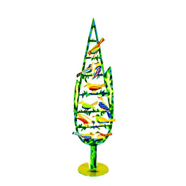 """סטנד """"עץ ברוש"""" Cypress Tree סטנד מתכת ( 42 ס""""מ ) צבעוני בעבודת יד עם הדפס דו צדדי על מתכת בחיתוך לייזר. צבעוני. סטנד מהמם המדגים ציפורים צבעוניות היושבות על כל מפלסי העץ. דייוויד גרשטיין הצליח בכישרון יוצא דופן לתפוס את הטבע בצורה הומוריסטית אך אמיתית ובאופן חי ביותר. מעוצב ומיוצר ע""""י האמן דוד גרשטיין. פסל מתכת מקסים זה להנחה על השולחן מדף. מחיר מבצע מתנות ישראל"""
