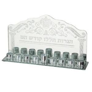 המתנה המושלמת לחנוכה! חנוכייה לשמן העשויה מזכוכית עם נצנצים ועיטורים מהממים. עם הכיתוב: